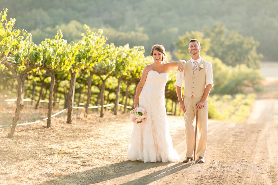 bride and groom at hammersky vineyards