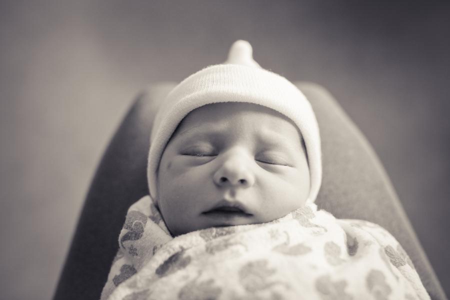 newborn-french-hospital-allyson-magda-photography