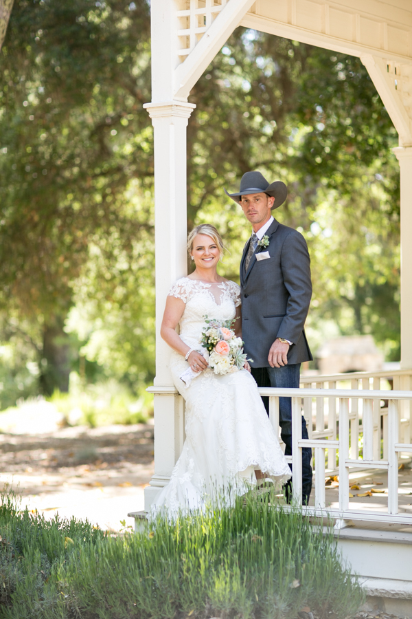 bride and groom at halter ranch, paso robles