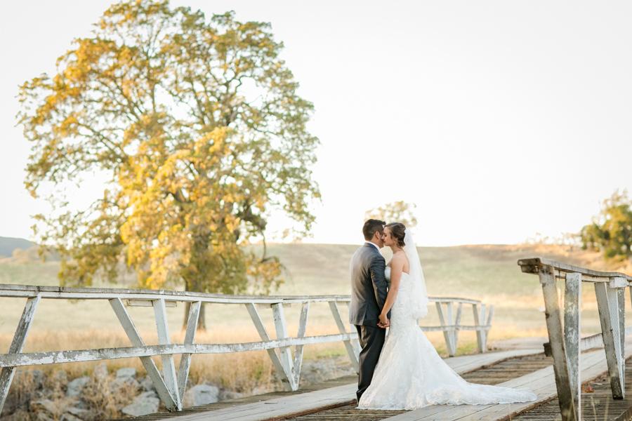 santa margarita ranch bridge, wedding bride and groom